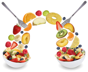 fruit salad to eat with fruits such as orange,apple,banana,peach and strawberryの素材 [FYI00715856]