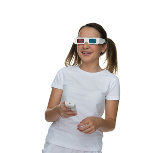 Young girl wearing 3d glassesの写真素材 [FYI00716346]