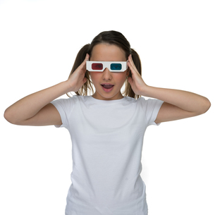 Young girl wearing 3d glassesの写真素材 [FYI00716348]