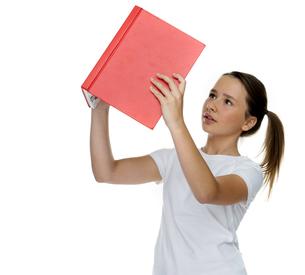 Young schoolgirl reading a bookの写真素材 [FYI00716354]