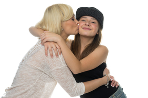 Loving mother kissing her young daughterの写真素材 [FYI00716381]