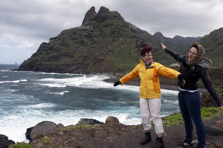 rocky coast at punta de hidalgoの写真素材 [FYI00716585]