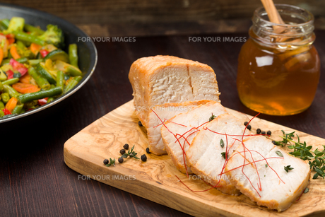 marinated pork with vegetables and honeyの写真素材 [FYI00716862]