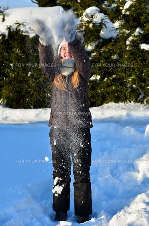 girl in snow winterの写真素材 [FYI00717760]