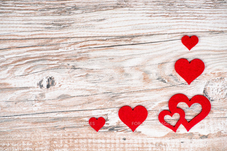 rustic wooden background with bright red hearts and free text space as a greeting for valentine's dayの写真素材 [FYI00719683]