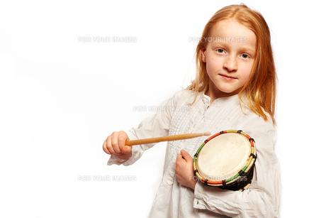 girl drummingの写真素材 [FYI00719875]