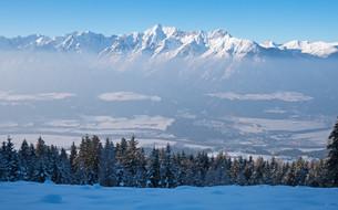 alpine panorama with karwendelの写真素材 [FYI00719881]