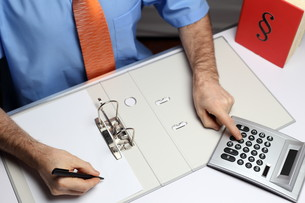 businessman at deskの写真素材 [FYI00720305]