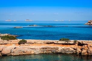 beautiful island and turquoise waters in cala conta,ibiza spainの写真素材 [FYI00720887]