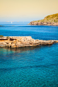 beautiful island and turquoise waters in cala conta,ibiza spainの写真素材 [FYI00720889]