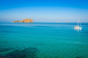 beautiful island and turquoise waters in cala conta,ibiza spainの写真素材 [FYI00720896]