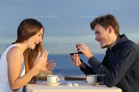 couples_loveの写真素材 [FYI00721204]