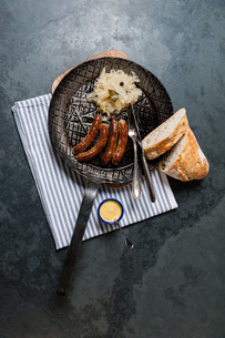 sausages with sauerkraut in a panの写真素材 [FYI00721253]