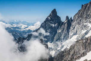 mont blanc massif,in the chamonix mont blancの写真素材 [FYI00721995]