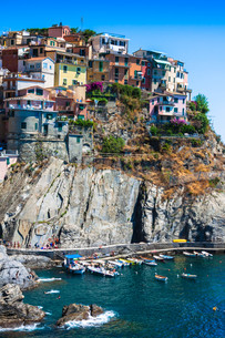 cinque terre,italy - manarola colorful fishermen villageの写真素材 [FYI00725558]