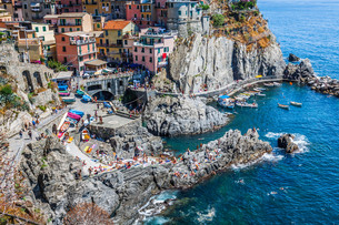 cinque terre,italy - manarola colorful fishermen villageの写真素材 [FYI00725561]