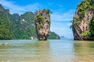 phuket james bond island in phang ngaの写真素材 [FYI00725957]