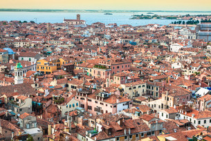 marco square is the most famous and attractive square in veniceの写真素材 [FYI00726465]
