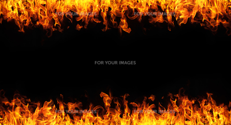 fire on white backgroundの写真素材 [FYI00732387]