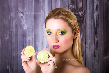 model meets limeの写真素材 [FYI00733133]