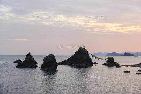 夫婦岩・屏風岩・鳥帽子岩・獅子岩の写真素材 [FYI00735252]