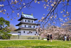 松前城の天守閣の写真素材 [FYI00735462]