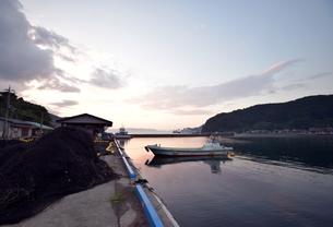 京都舞鶴湾の夕暮れの写真素材 [FYI00735686]