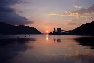 京都舞鶴湾の夕暮れの写真素材 [FYI00735687]