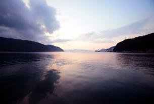 京都舞鶴湾の夕暮れの写真素材 [FYI00735688]