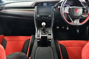 スポーツカーの運転席の写真素材 [FYI00736249]