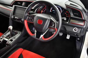 スポーツカーの運転席の写真素材 [FYI00736251]