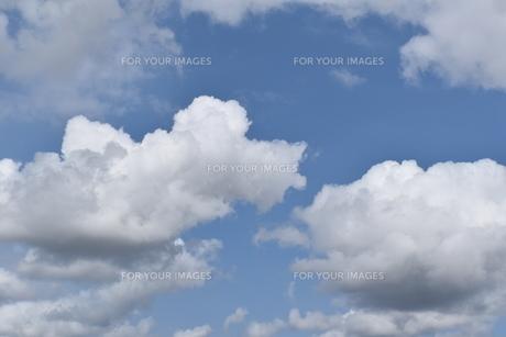 青空と白いたくさんの雲の写真素材 [FYI00736847]