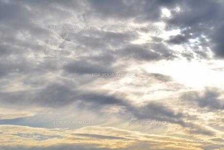 太陽が眩しい輝く空の写真素材 [FYI00736854]