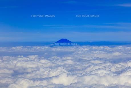 8月、夏、雲上の富士山の写真素材 [FYI00737086] | ストックフォトの ...