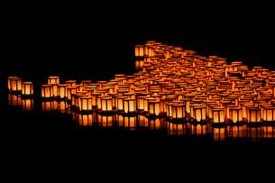 灯篭流しの写真素材 [FYI00737377]