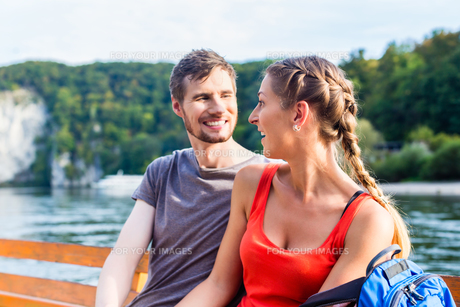 couple on boat on the danube gorgeの写真素材 [FYI00739466]