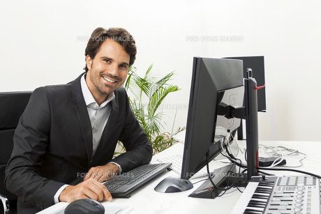 young successful businessman with black suit in the officeの素材 [FYI00739480]