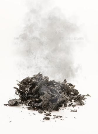 Smoldering ashesの写真素材 [FYI00741203]