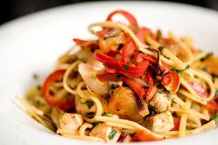 Tasty pasta with chicken.の写真素材 [FYI00741213]