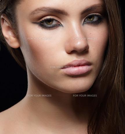 Closeup Portrait of Young Sensual Womanの写真素材 [FYI00741268]