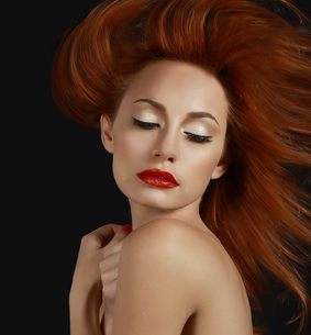 Desirable Redhead woman with Red Lipsの写真素材 [FYI00741271]