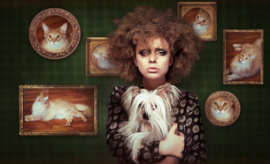 Eccentric Shaggy Woman with Pet - Little Puppyの写真素材 [FYI00741303]