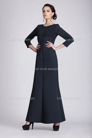 Studio Shot of Young Woman in Dark Dressの写真素材 [FYI00741310]