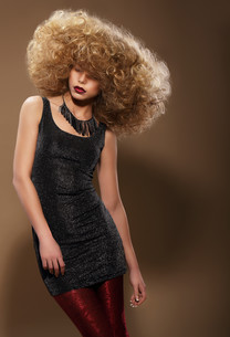 Vogue Style. Stylish Woman with Extravagant Hairstyleの写真素材 [FYI00741321]