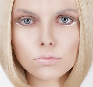 Closeup Portrait of Young Blond Womanの写真素材 [FYI00741323]