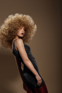 Haute Couture. Fashion Woman with Fancy Hairstyleの写真素材 [FYI00741325]