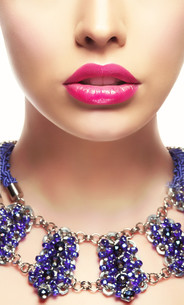 Close-up Portrait of Young Woman with Bright Lipstickの写真素材 [FYI00741328]