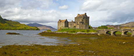 eilean donan castleの写真素材 [FYI00741521]