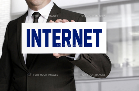internet shield is held by businessmanの写真素材 [FYI00741632]