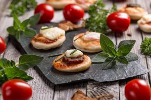 Mini pizzasの写真素材 [FYI00741678]